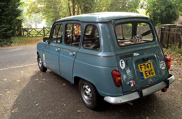 Renault 4 Waiting for the AA September 2016